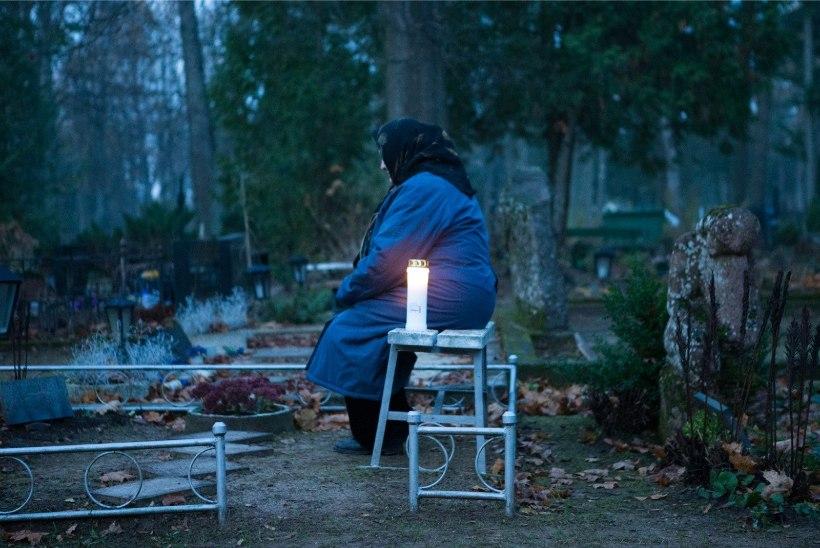 Lugejakiri: otsi internetist haud ja saada lähedastele küünal – liiga mugav ja hingetu?!