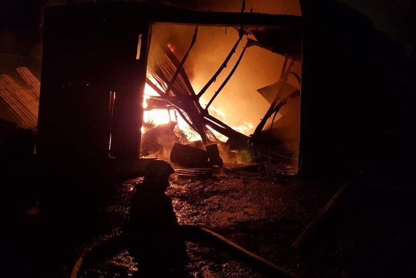 FOTOD | Lasnamäel põlesid angaarid lahtise leegiga