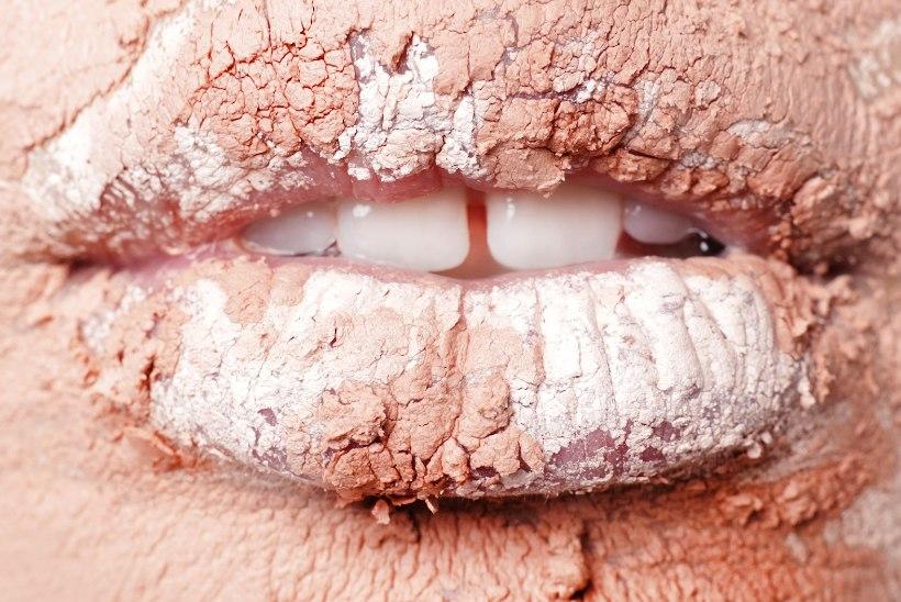 """Vaata ja imetle! Fotograaf Laura Nestoril ilmus kalender, mille piltidel on kasutatud """"lõuendina"""" huuli!"""