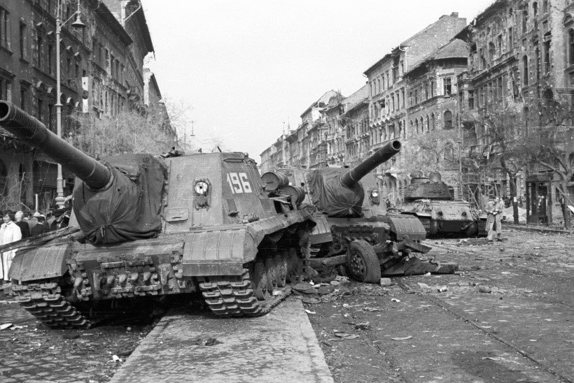MINEVIKUHETK | 4. november: venelased surusid Ungari ülestõusu veriselt maha