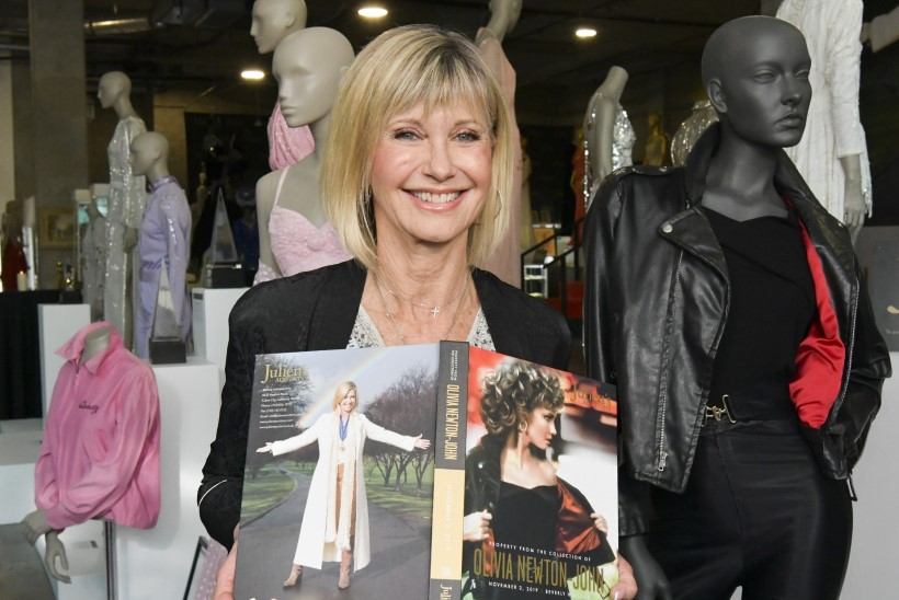 Olivia Newton-Johni kuulus filmikostüüm müüdi röögatu hinnaga