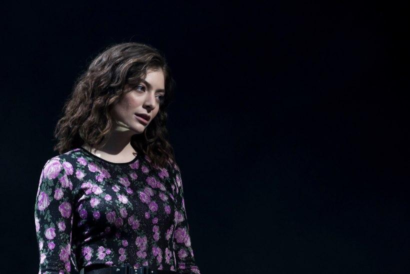 Lorde lükkab albumi ilmumise leina tõttu edasi