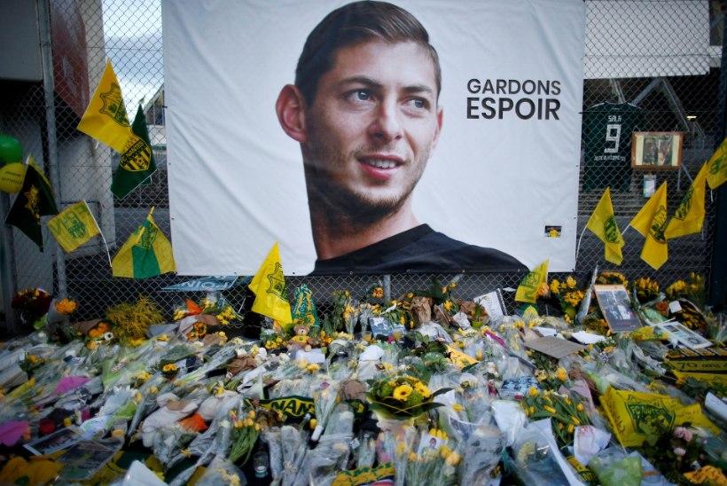 Surnud jalgpalluri üleminekutasust hoiduvat klubi ähvardab range karistus