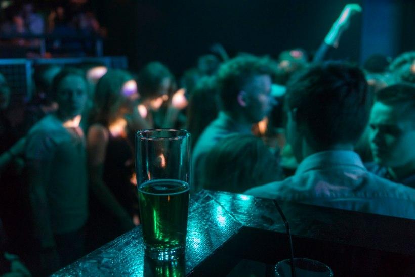 LÄBU LÄBI! Tallinna linnavalitsus kiitis heaks alkoholimüügi piirangud meelelahutusasutustes