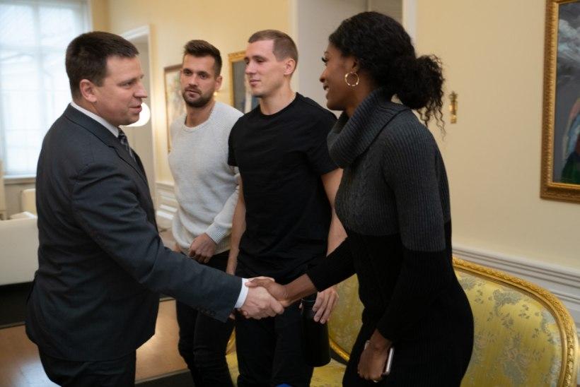 GALERII   Magnus Kirt ja perekond Uibo külastasid peaminister Ratast