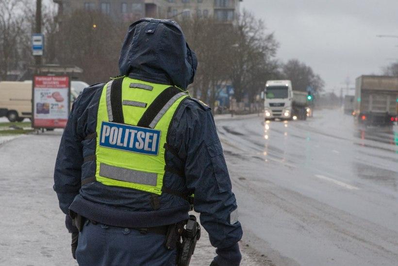 Politseinikud kõrvaldasid roolist purjus bussijuhi, kes vedas lapsi