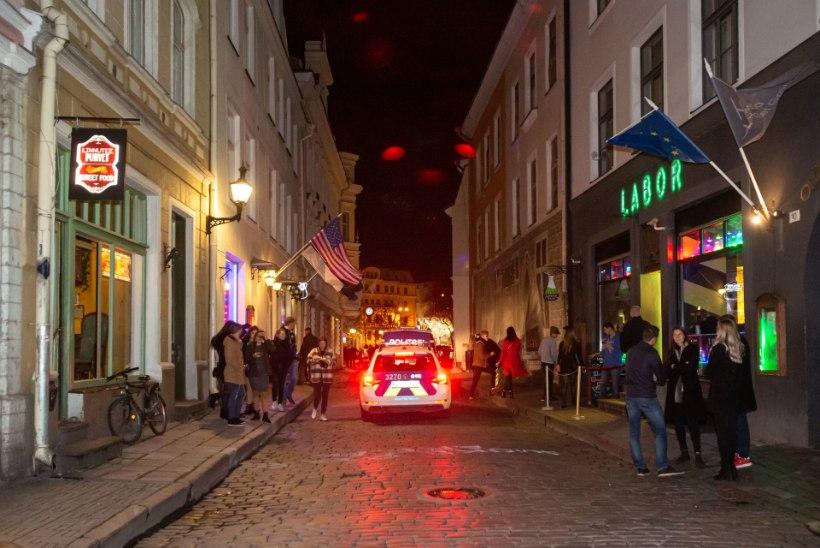 BERMUDA KOLMNURK: vanalinna peoepitsentri mootor müriseb vaatamata linnaisade keelitustele täiel jõul edasi