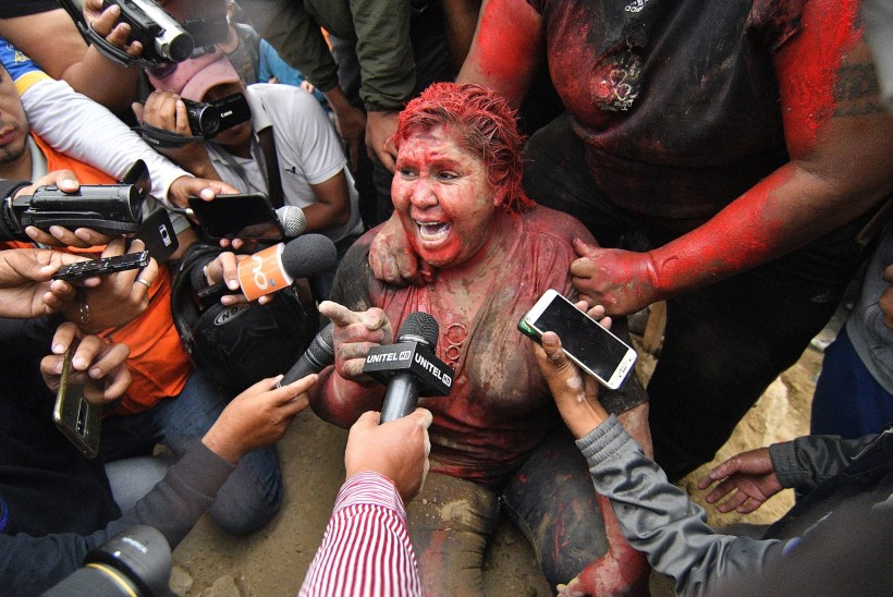 FOTOD JA VIDEO | Boliivia meeleavaldajad lõikasid linnapea juuksed maha