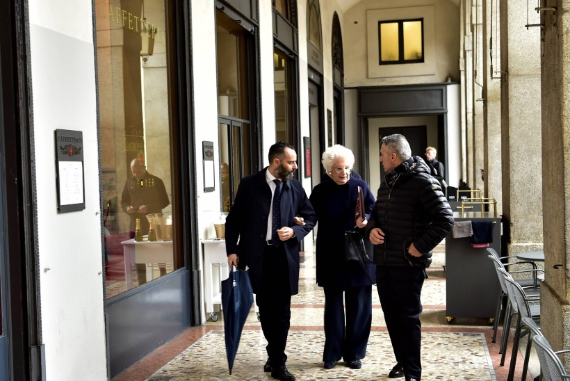 ÄHVARDUSTE SIHTMÄRK: Itaalia politsei pidi 89aastase proua oma kaitse alla võtma
