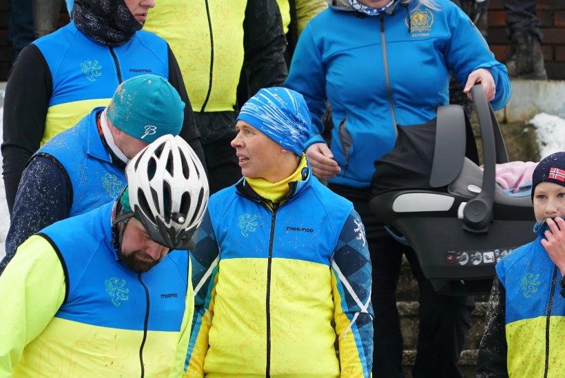 GALERII | President sõitis hukkunud politseinike mälestamiseks jalgrattaga Tallinnast Mäosse