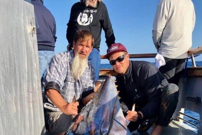 ÜLLATAV ABILINE: kalamees püüdis võimsa tuunikala hai abiga