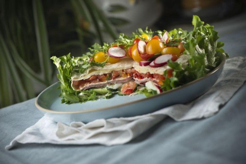 VALMISTUME ISADEPÄEVAKS: salatitort salaami, juustu ja köögiviljadega
