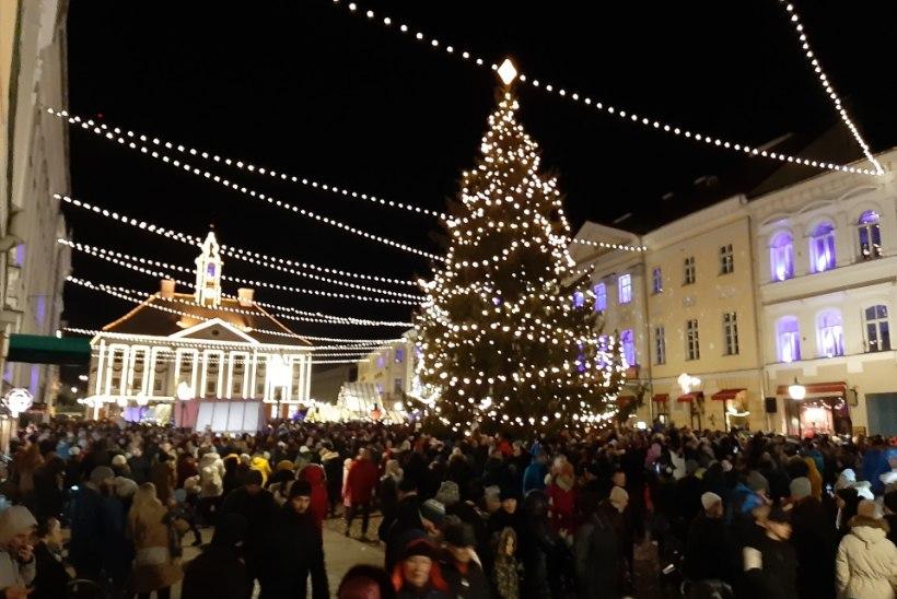Raeplats läks umbe: pool Tartut tuli vaatama jõulutulede süütamist