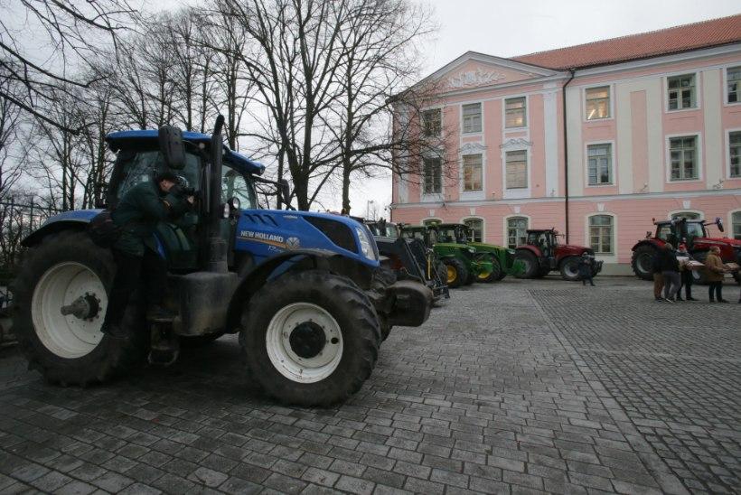 VIDEO JA PILDID   Põllumehed protestivad Toompeal: meil pole enam jõudu sadade miljonite eurode suuruste kingituste tegemiseks!
