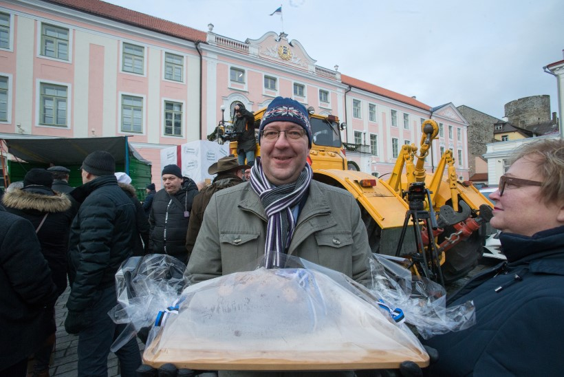 Kui põllumehed Toompeal protestimas käisid: poolik leib ja 101 väikest mänguasja suures kingikarbis