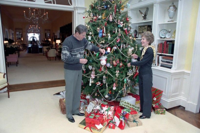 VISKA PILK PEALE! Valge Maja jõulukaunistused on alati olnud esileedide pärusmaa