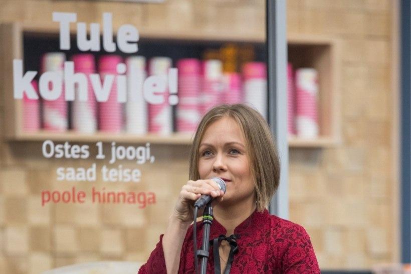 GALERII   Pärnu bussijaama aastapäeval esinesid Lunged