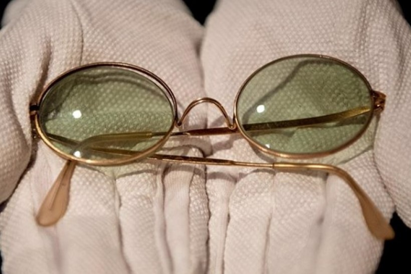 John Lennoni katkised prillid müüdi üüratu summa eest