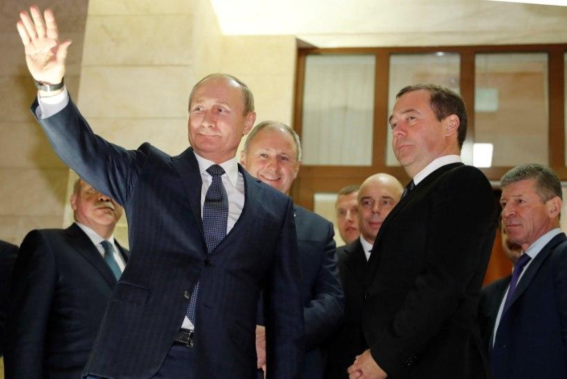 Vene kommunistid nõudsid Putini ja Medvedevi erruminekut