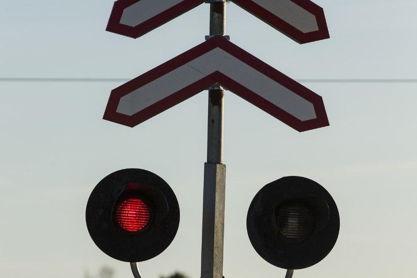 Kohus tühistas rongi ette sõitnud autojuhi trahvimise