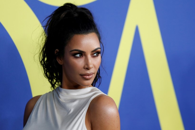 Kim Kardashian pidi taas ühe lapse perepildile juurde töötlema