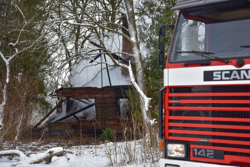 VIDEO JA FOTOD | Viljandimaal hukkus majapõlengus kaks kassi, pääsesid peremees ja koer