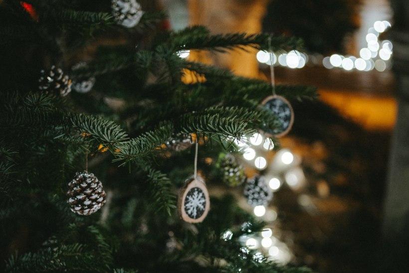 Ingerisoomlaste jõulukombed: kaitsvad ristimärgid majadel ja koduselt meisterlikud pirukad peolaual