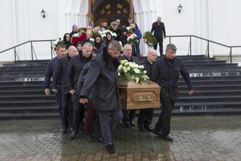 """Tarankovi tapmise võnked: Tallinnas allilmale uut """"ristiisa"""" otsinud seaduslik varas saadeti tagasi Venemaale"""