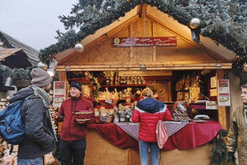 VIDEO JA GALERII | Berliini uhkeim jõuluturg Gendarmenmarktil on igal õhtul nagu jõululaulupidu