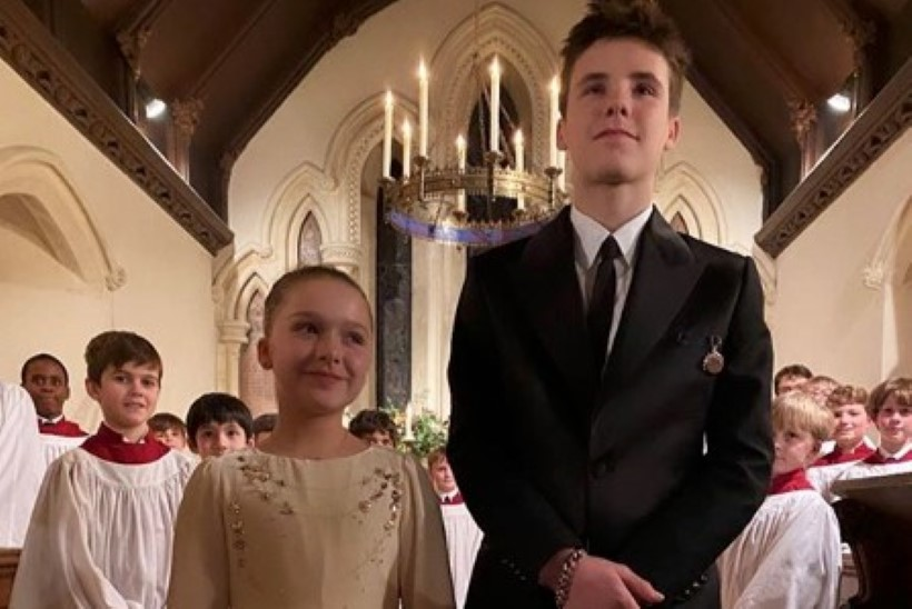 Beckhamite poeg ja tütar ristiti, üks ristivanem on Eva Longoria