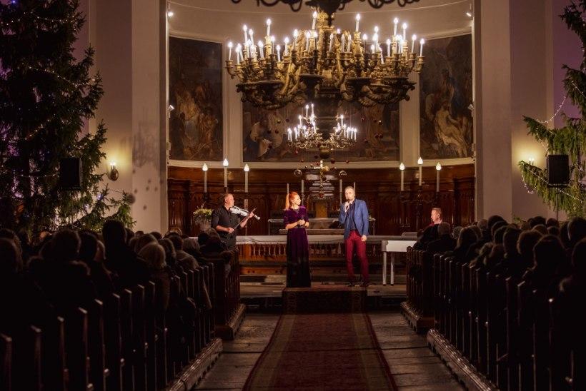 GALERII | Tanja Mihhailova-Saar ja Mikk Saar andsid Kaarli kirikus maagilise jõulukontserdi