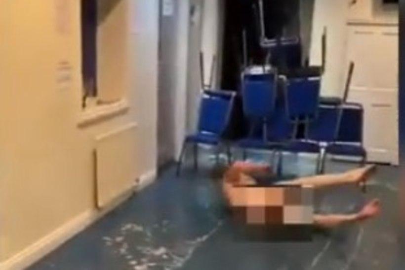 KUMMALINE VIDEO | Ragbiklubi jõulupeol visati riided nurka, et porgandpaljana mööda põrandat libiseda
