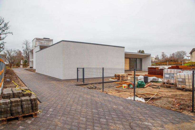 VÄIKESED SAMMUD: president Rüütli uus kodu võtab vaikselt ilmet