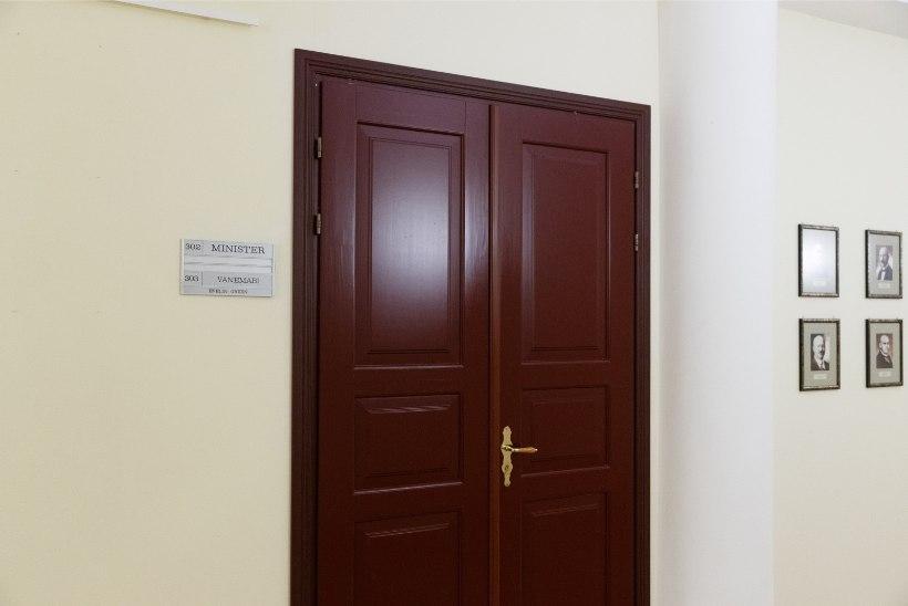 TEHTUD! Riigisekretär palus maaeluministeeriumil eemaldada okupatsiooniaegsete ministrite portreed