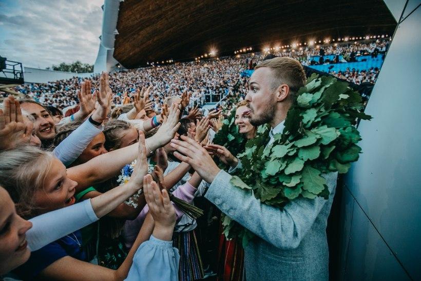 LAULU- JA TANTSUPIDU PILDIS | EESTLASED ON LAULURAHVAS: 100 000 inimest vallutasid lauluväljaku
