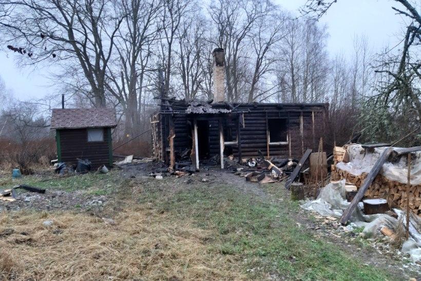VIDEO JA FOTOD | Üksi elanud naine jäi Käreveres põlevasse kodumajja