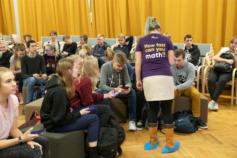 FOTOD   Juubel matemaatikaga: Raatuse kool tähistab aastapäeva arvutamisvõistlusega