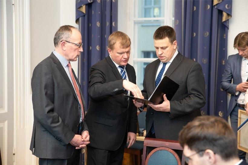 FOTOD | Nagu vilistlaste kokkutulek: valitsus pidas väljasõiduistungi Tartu ülikoolis