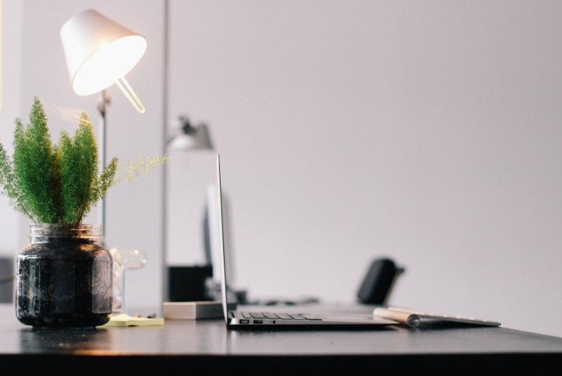 LUGEJA KÜSIB | Kuidas teha kindlaks, kas mu töökoht on piisavalt valgustatud?