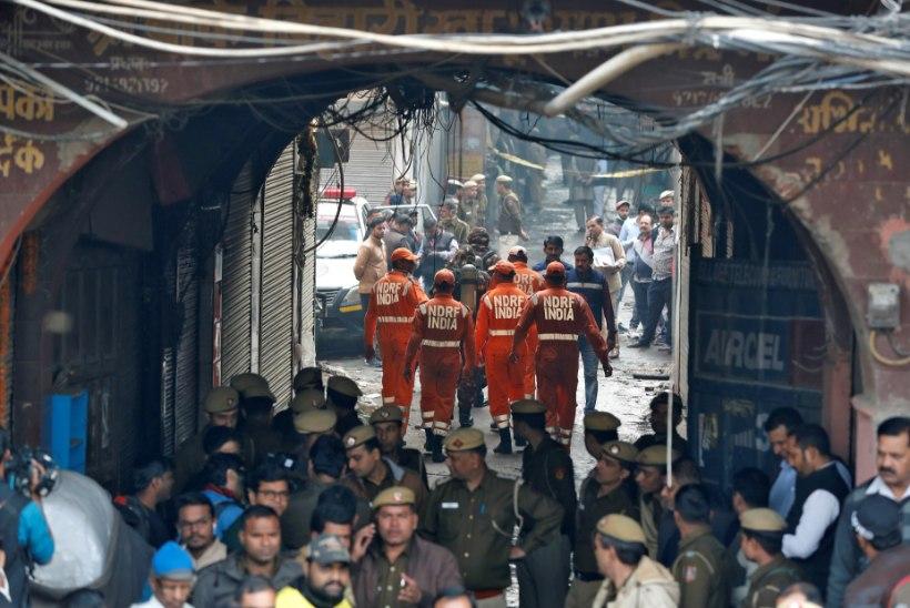 India pealinnas hukkus hiidpõlengus kümneid inimesi