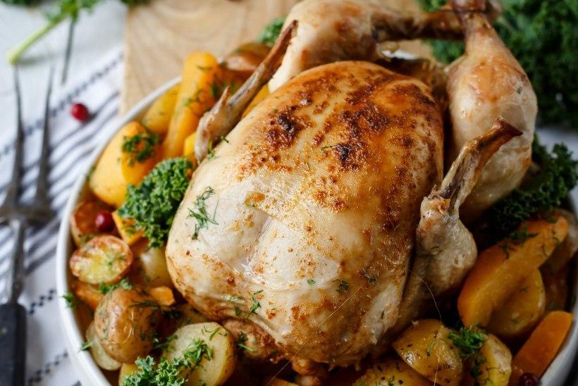 RAGNE VÄRKI PÜHADELAUD: valmista nutikas pannkoogisalat, imelihtne linnupraad ja piparkoogine juustukook