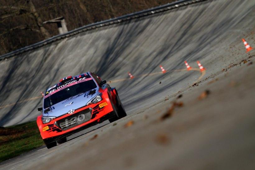 VIDEO | Thierry Neuville põrutas sõuüritusel Hyundai WRC-masinaga seina
