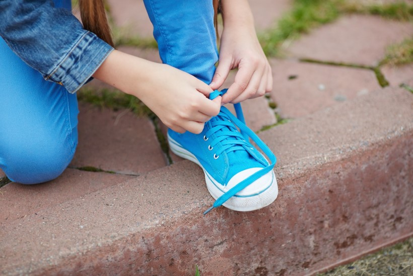 VIDEO   Lihtsaim nipp, kuidas lapsele kingapaelade sidumist õpetada
