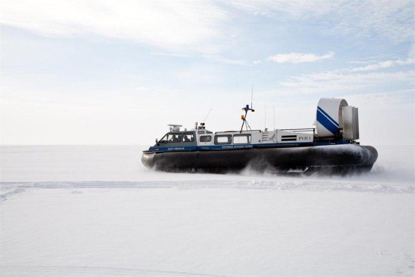 Piirivalvurid aitasid kaldale Lämmijärvel hätta sattunud kalastajad