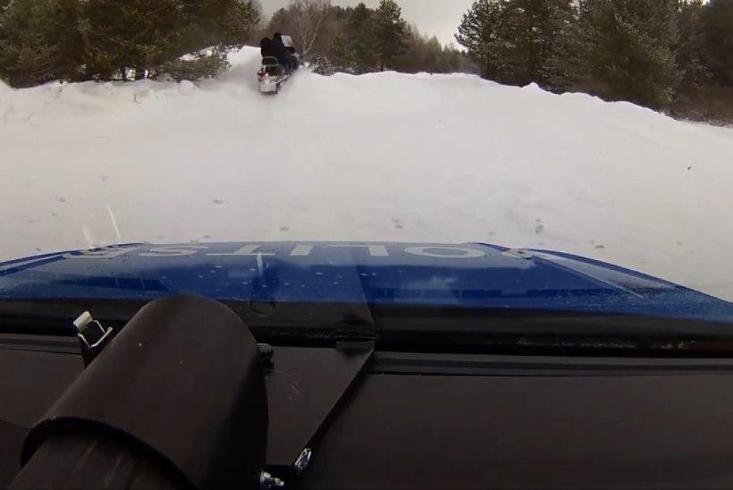 VIDEO | Purjus saanijuht sõitis politsei eest põgenedes lumehange