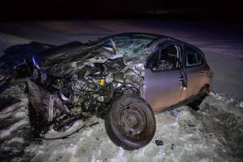 VIDEO JA FOTOD | Viljandimaal juhtus raske liiklusõnnetus, seitse inimest viidi haiglasse kontrolli