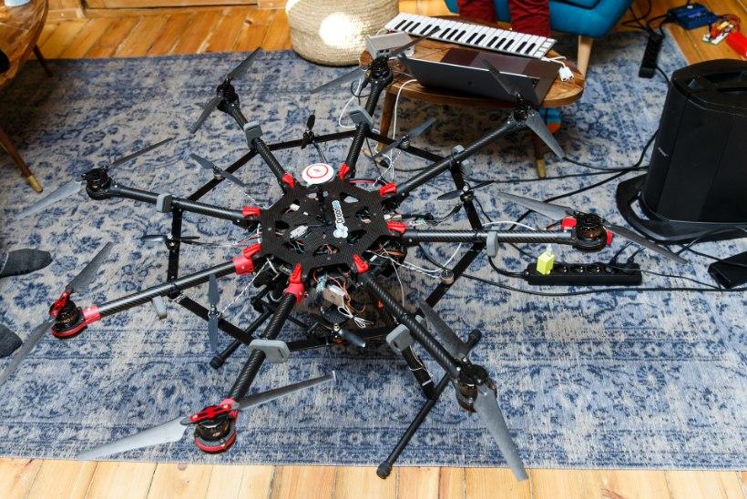 ÕL VIDEO | Metsatöll toob lavale maailma esimese droonipilli