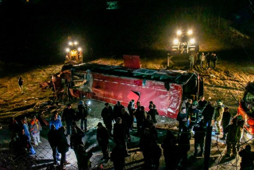 TRAGÖÖDIA: Põhja-Makedoonias hukkus bussiõnnetuses 14 inimest