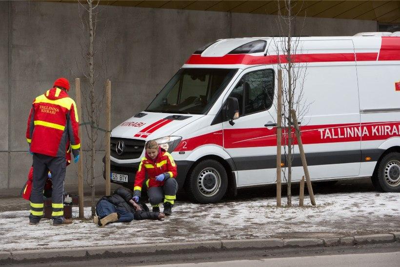 Parkimiskohale sõitnud auto vigastas jalakäijat