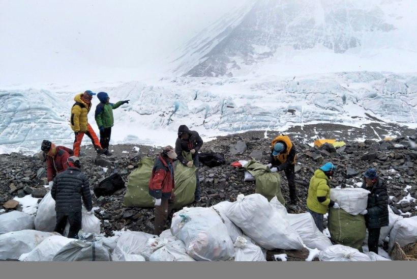Hiina sulges prügihunnikute tõttu Mount Everesti baaslaagri